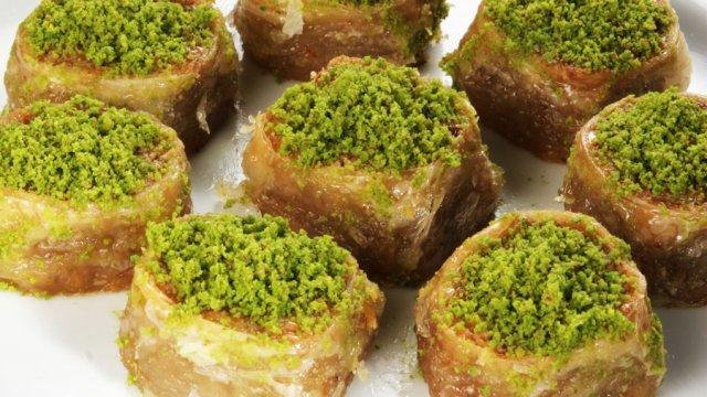 Saray sarması with pistachio