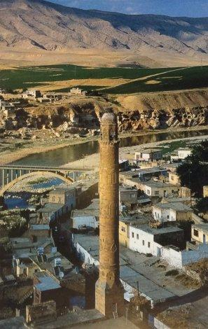 The minaret of El Rizk mosque, Hasankeyf
